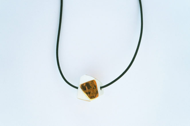 Necklace in ceramic and gold